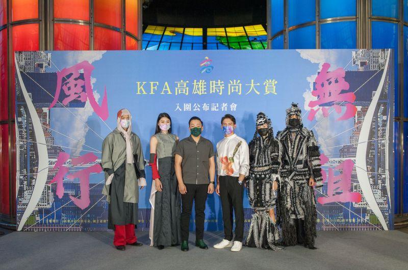 ▲溫昇豪(右三)最喜歡高雄的陽光與熱情。(圖/高雄市政府青年局提供)