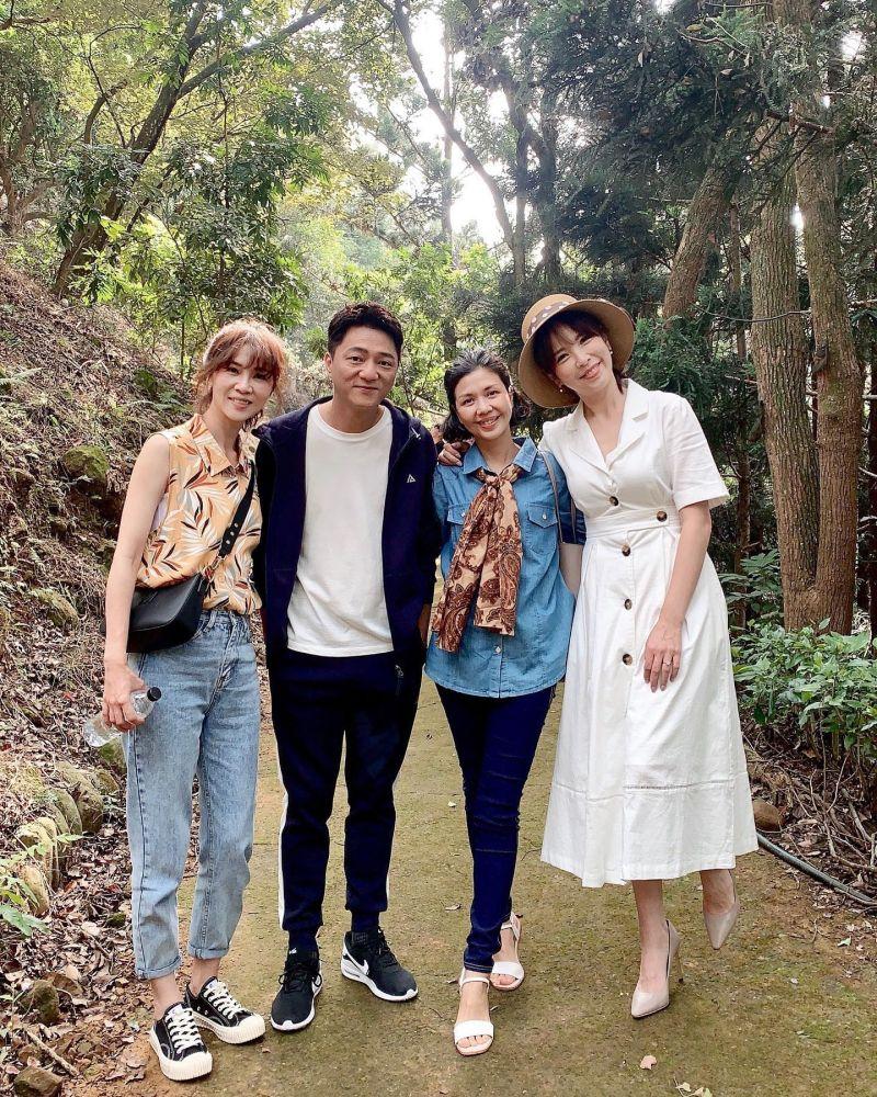 ▲謝盈萱(左)、