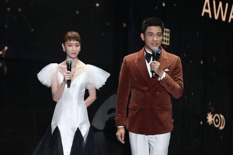 ▲瑪麗(左)與劉傑中(右)攜手主持今年廣播金鐘獎頒獎典禮。(圖/三立電視提供)