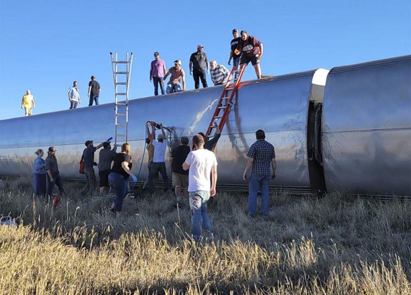 ▲美國國鐵翻覆意外造成至少3死慘劇。(圖/美聯社/達志影像)