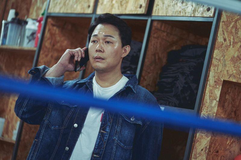▲曾和黃晸珉合作《闇黑新世界》、《王牌計中計》的朴星雄也在《綁架影帝黃晸珉》中驚喜現身(圖/車庫娛樂提供)