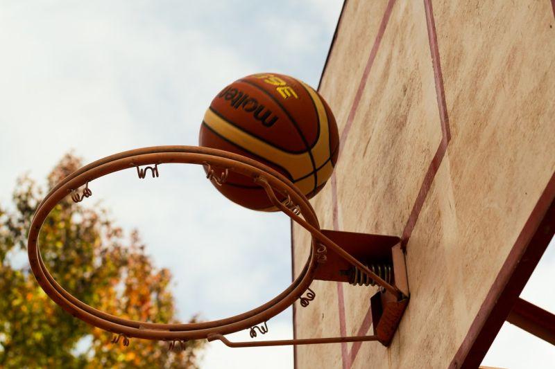 「打個籃球負債10萬」!男喊冤求國賠 眾見內幕一秒搖頭