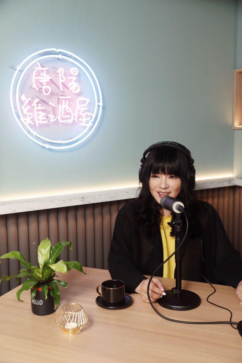 ▲唐綺陽經營「唐陽雞酒屋」Podcast節目。(圖/唐綺陽占星幫臉書)