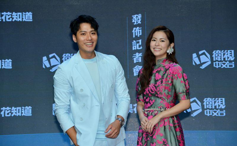 ▲張睿家(左)稱任容萱本人是仙女。(圖/衛視)