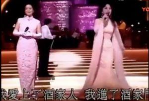 ▲徐小鳳(右)曾和鄧麗君一同飆歌。(圖/翻攝微博)