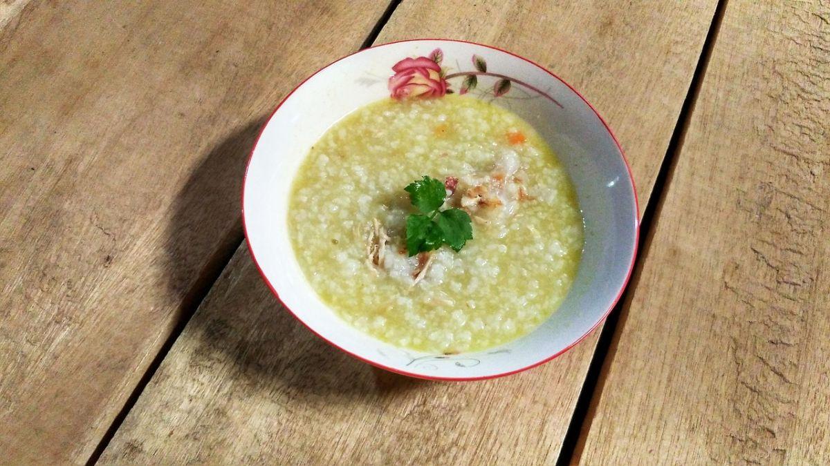 ▲有位女網友分享自己煮的粥和菜餚,無奈透露被同學嫌「寒酸」,但大家看照片卻大讚她才懂吃。(示意圖/翻攝自Pixabay)