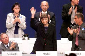 ▲梅克爾46歲便成功當上CDU黨主席。(圖/美聯社/達志影像)