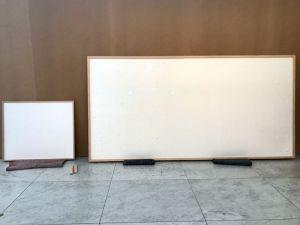 ▲哈寧將2幅作品寄到博物館,沒想到打開卻是「空白畫框」,名稱還取為《拿了錢就跑》。(圖/翻攝自《Bloomberg》Twitter)