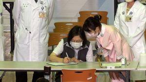 ▲總統蔡英文施打高端疫苗第二劑。(圖/記者朱永強攝影,2021.09.30)