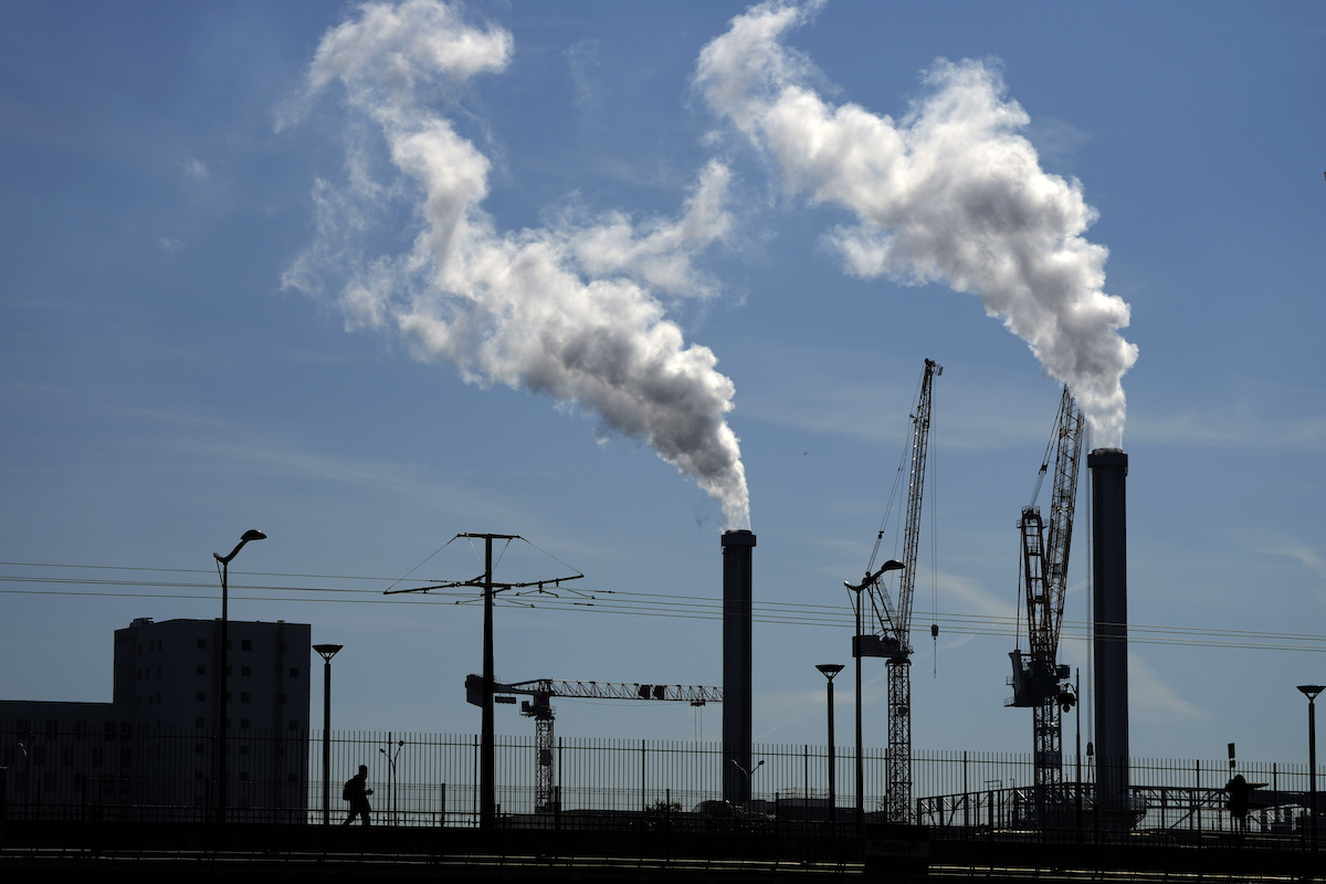 ▲歐洲環保署表示,歐洲工業空氣汙染2017年對健康及環境造成的損失,估計至多達4300億歐元(約新台幣13.8兆元)。(圖/美聯社/達志影像)