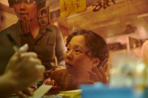 ▲孫淑媚飾演奔走尋子的「點媽」。(圖/天橋上的魔術師臉書)