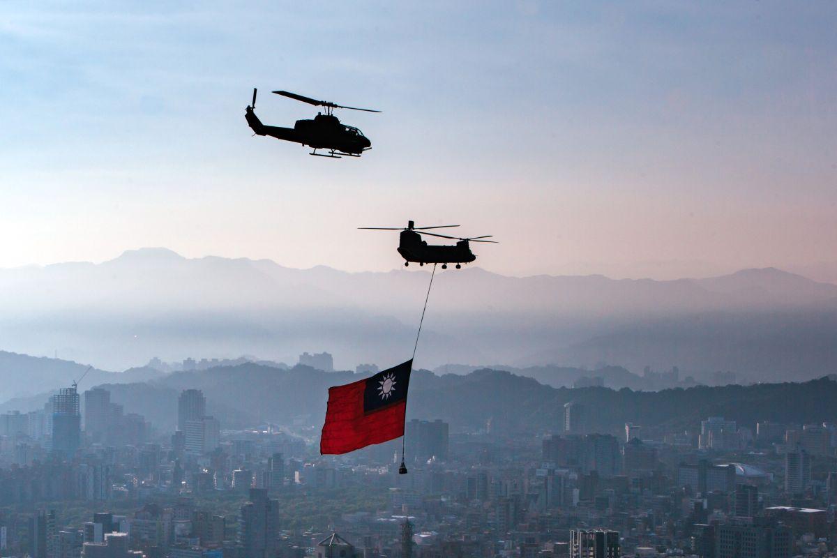 國慶空中全兵力預演 陸航CH-47直升機旋翼傳異音返航