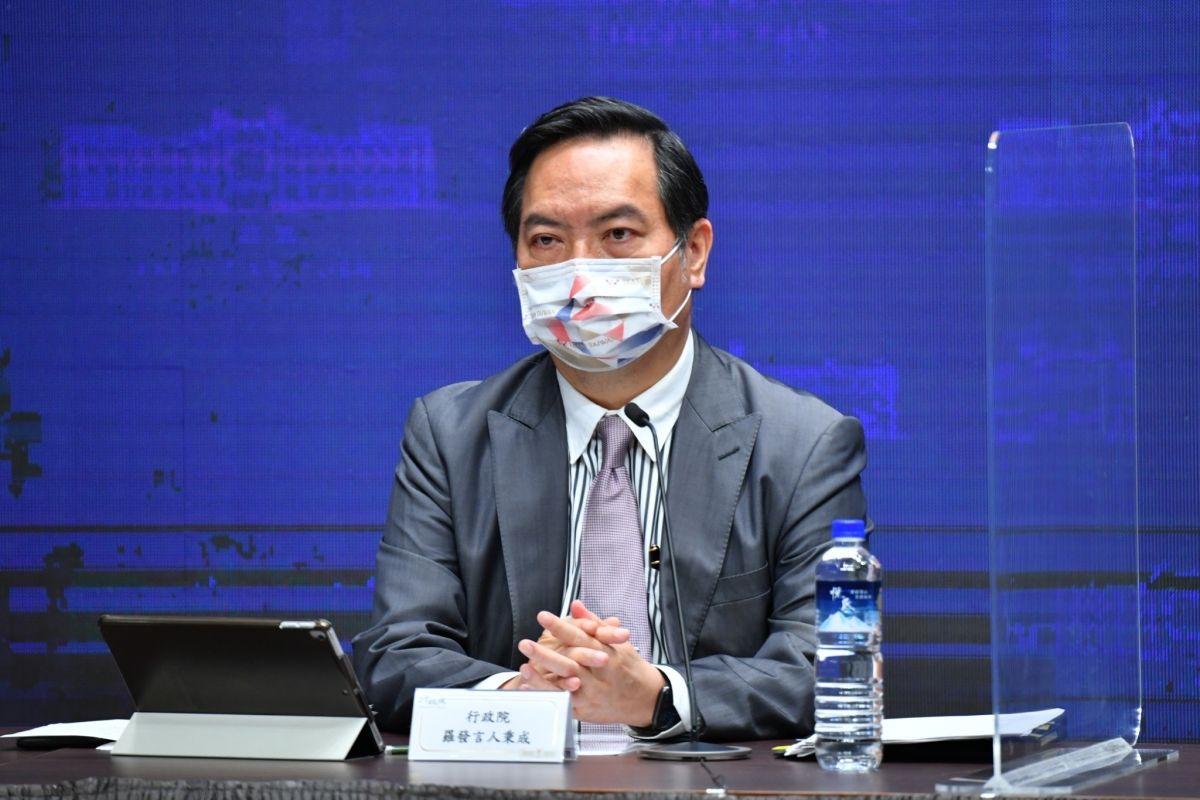 防疫鬆綁!行政院宣布11/2起KTV免戴口罩、搭雙鐵可飲食