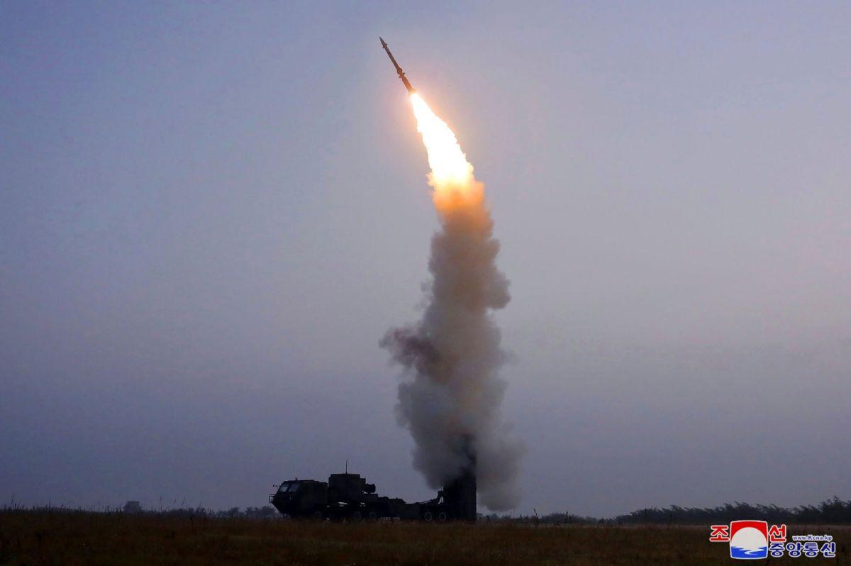 ▲北韓中央通信社(KCNA)今天報導,北韓已試射一種「新研發」的防空飛彈,成為近期一連串武器測試的最新動作。(圖/美聯社/達志影像)