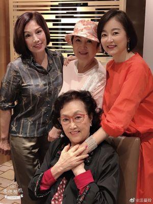 ▲減重後的林青霞(左一)變得更美。(圖/汪曼玲微博)