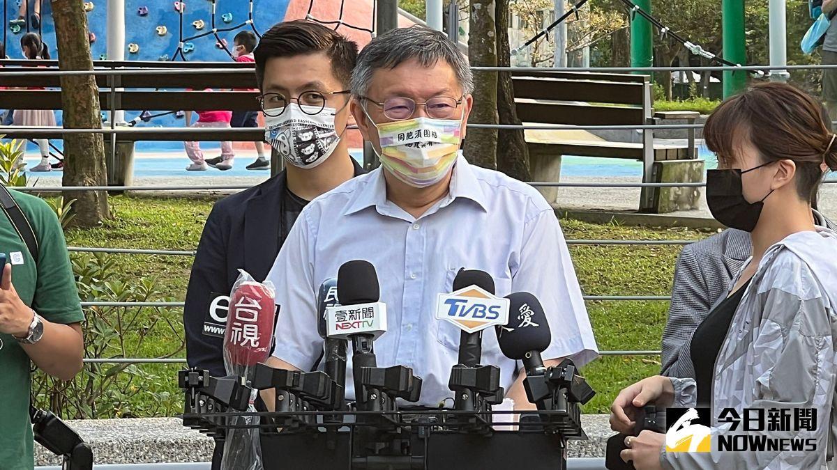 ▲台北市長柯文哲1日下午受訪時,被問到北市遲遲未宣布5日是否開放KTV一事,表示原則上會如期開幕,但還在等待經濟部的相關防疫細則。(圖/記者丁上程攝,2021.10.01)