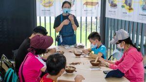 ▲現場提供DIY體驗,並有藝文及同樂活動。(圖/記者陳美嘉攝,2021.10.01)