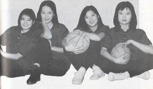 ▲天心(左2)26年前演出電視劇《那一年我們都很酷》,細緻臉蛋與如今差別不大。(圖/天心FB)