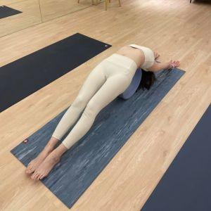 ▲許藍方平時靠做瑜伽維持身材。(圖/許藍方臉書)