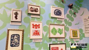 ▲年輕剪紙藝術家25度除了展出精采的作品,也運用文字記錄在創作中,呈現藝術家在生活與創作的過程。(圖/記者陳美嘉攝,2021.10.03