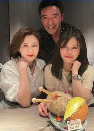 ▲范姜素貞迎來50歲生日,老公鍾鎮濤、好友關之琳都現身幫她慶祝。(圖/翻攝范姜素貞IG)