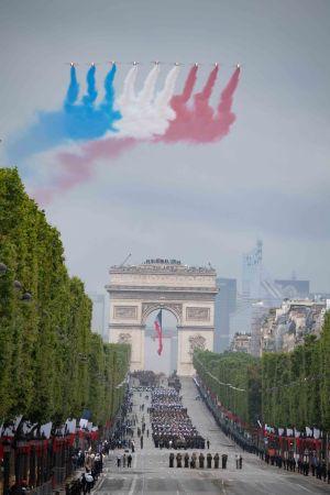 ▲法國每到7月14日都舉辦盛大的閱兵典禮,其中空軍戰機主要是以飛越巴黎重要地標為滿足。(圖/翻攝自法國空軍)