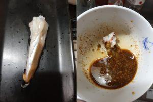 ▲原PO解釋,魷魚肝是可以吃得,她喜歡將魷魚肝烤過後放入醬油,調製成「肝醬油」沾海鮮吃。(圖/翻攝自《廚藝公社》)
