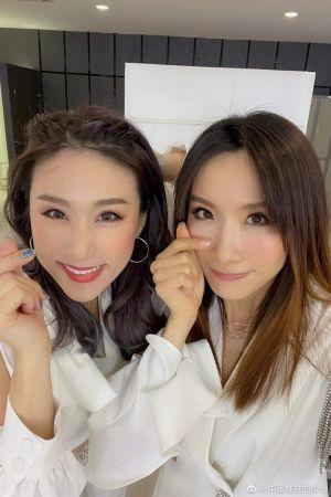 ▲中國娃娃兩人年過40仍保養得宜。(圖/中國娃娃微博)