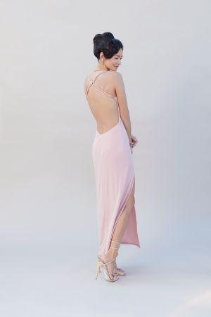 ▲Janet的禮服大露美背。(圖/Janet臉書)