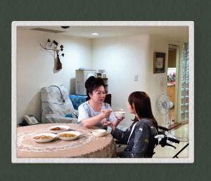 ▲白冰冰喪女後投身公益活動,近日為小腦萎縮症病友協會拍攝公益微電影。(圖/翻攝白冰冰FB)