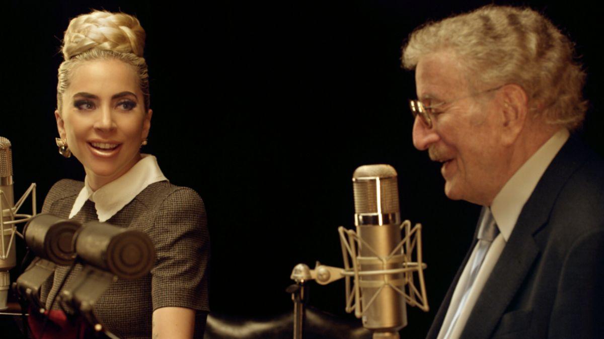 ▲東尼班奈特(右)罹患阿茲海默症堅持上工,與女神卡卡二度合作推出專輯。(圖/環球音樂提供)