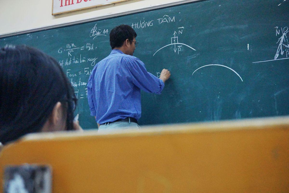 ▲原PO對於公立教師的薪資及社會地位感到相當好奇,貼文一出,也有國小老師曬出自己的薪資單。(示意圖/取自unsplash)