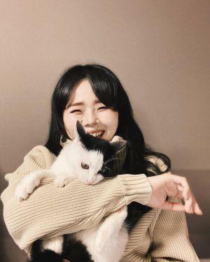 ▲モンゴルナイフ與貓咪的快樂合照!(圖/Instagram帳號:mongoruknife)