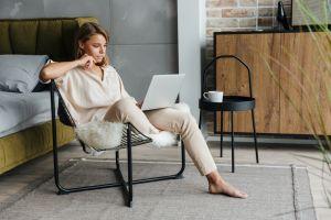 ▲要注意自己是否陷於了寂寞與焦慮之中。(圖/Shutterstock)