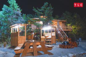 ▲《一起造鄉村》的露天廚房有村民自己做的野餐桌、自己砌的磚灶。(圖/TLC)