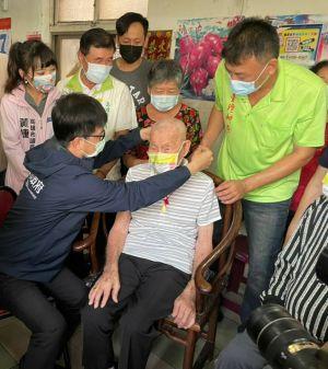▲101歲的黃丁瑞爺爺。(圖/高雄市社會局提供)