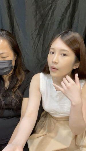 ▲雞排妹(右)與經紀人康姐(左)一同開直播還原事情原委。(圖/雞排妹I臉書)