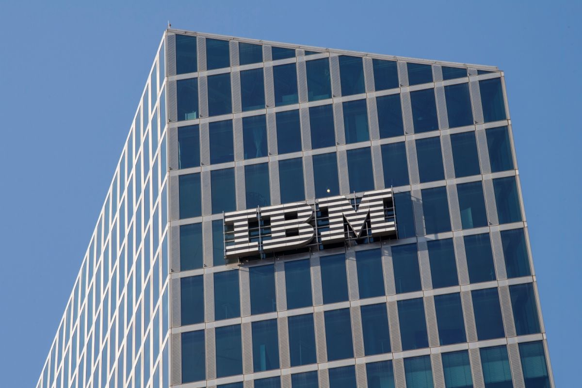 ▲國際商業機器公司 (IBM)今天表示,已要求所有美國員工在12月8日前完整接種COVID-19(2019冠狀病毒疾病)疫苗,否則就得面臨無薪停職。(圖/美聯社/達志影像)