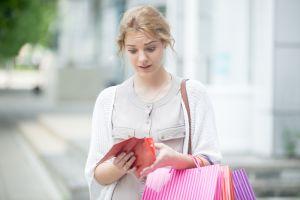 ▲衝動消費常導致錢沒存到,快樂也沒有,徒增罪惡感。(圖/Shutterstock)