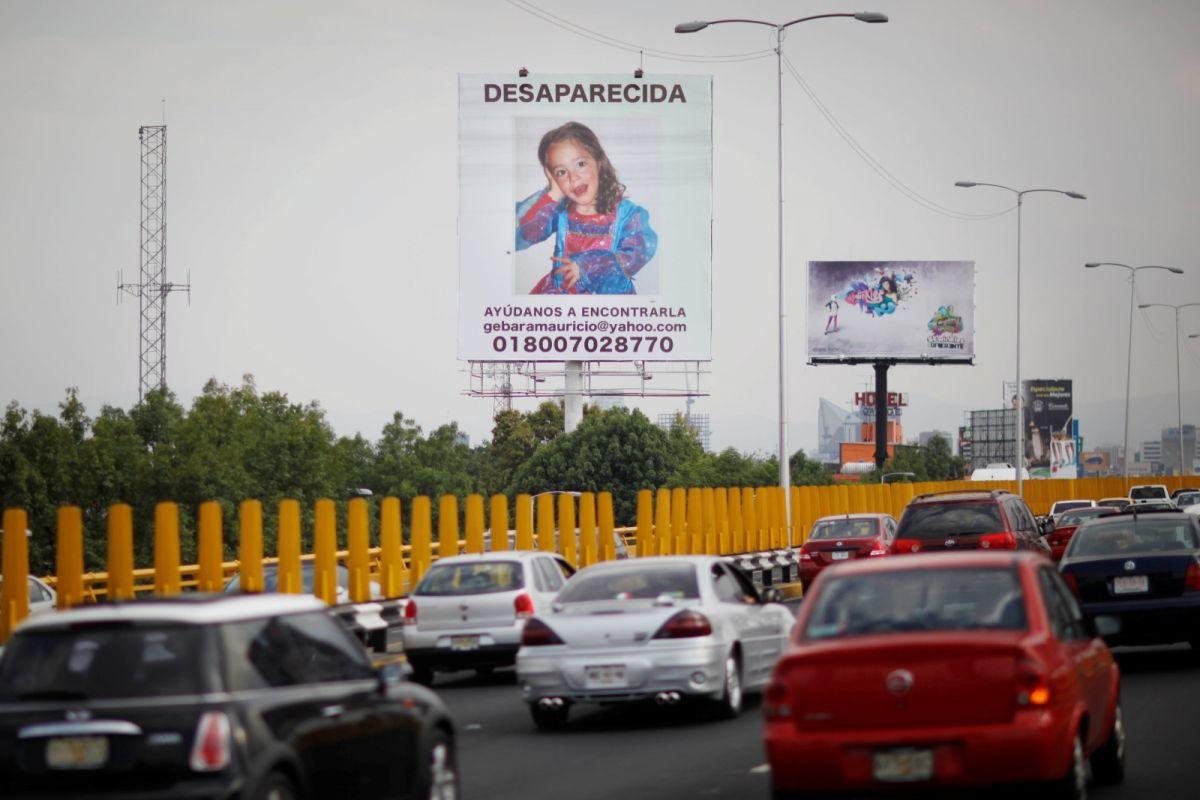 ▲2010年3月,墨西哥城豎立著斗大的尋人啟事,尋找失蹤的4歲女童寶萊特。(圖/美聯社/達志影像)