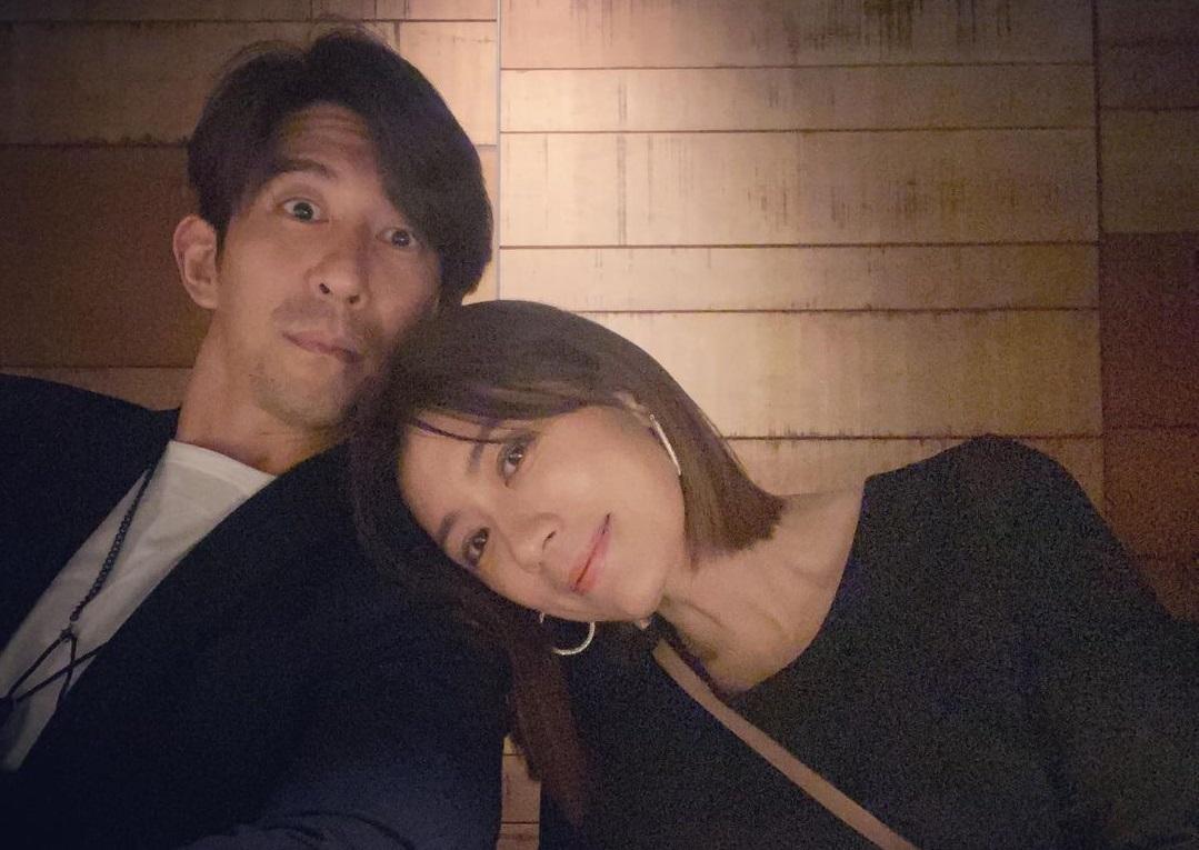 ▲賈靜雯(右)慶祝47歲生日,甜蜜依偎修杰楷的身邊。(圖/賈靜雯IG)