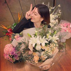 ▲賈靜雯生日收到廠商贈送鮮花,被一堆花海包圍。(圖/賈靜雯IG)