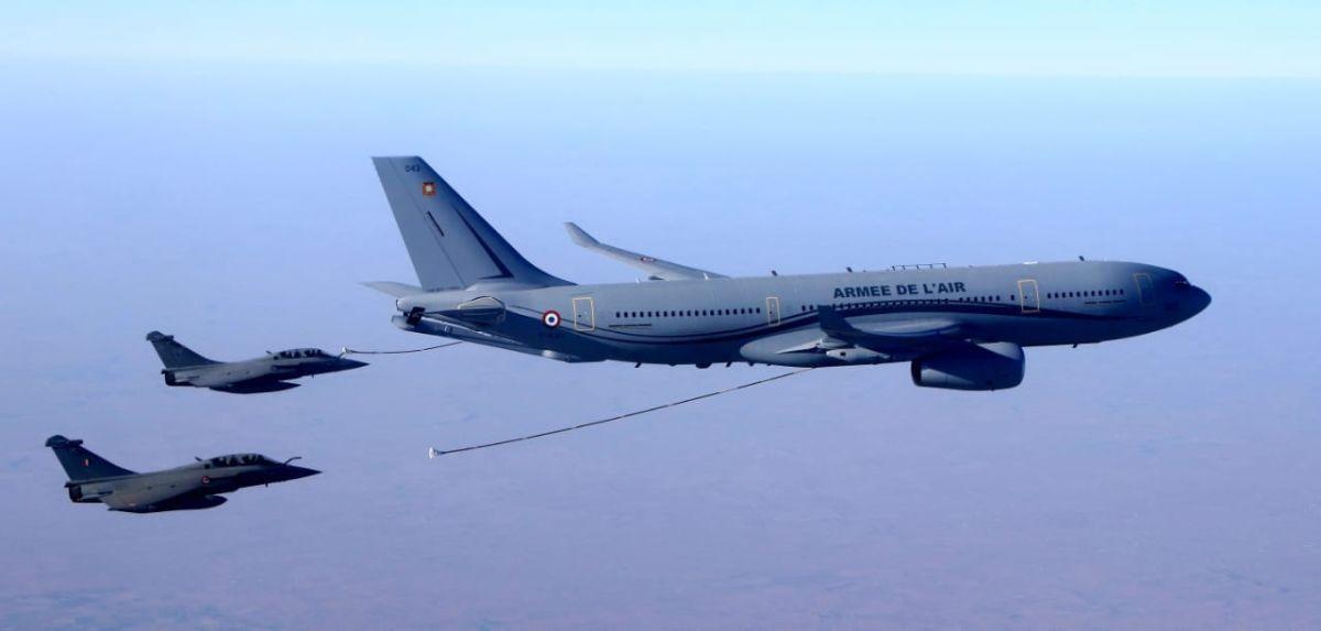 ▲印度採購36架飆風戰機,首批5架從法國空中加油飛回印度本土。(圖/法國空軍)