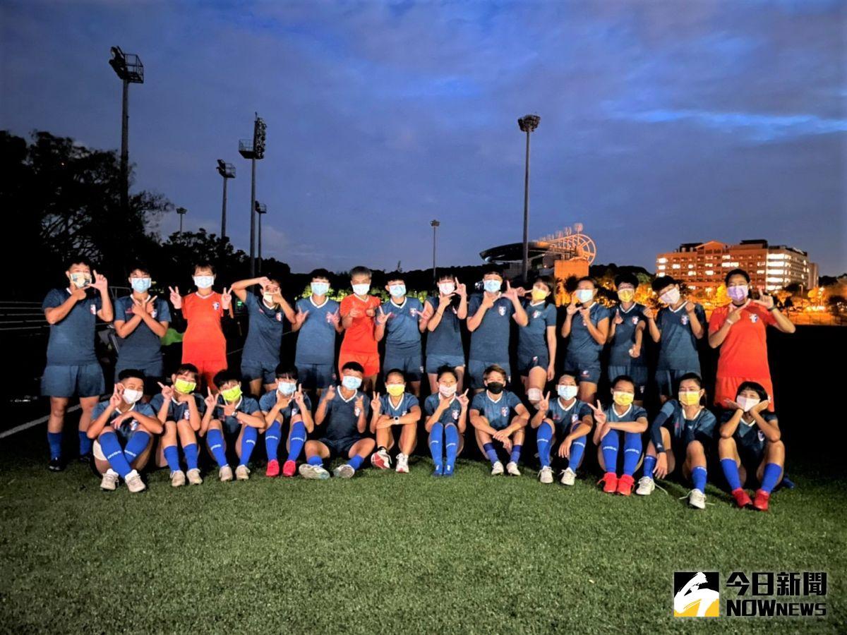 ▲中華女足明晚啟程前往巴林出戰2022亞洲盃資格賽小組賽,8日進行在台灣的最後一次訓練。(圖/鍾東穎攝 ,2021.10.08)