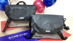 ▲第六代嗡嗡包則又進行了大改款。雖然仍是以雙肩包為主設計,不過大幅度縮小,堪稱是六代包款中最具「文青風」的一款嗡嗡包。(圖/台北市民政局提供)
