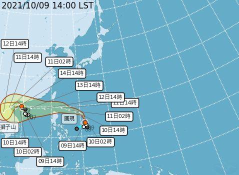 ▲氣象局今(9)日表示,圓規颱風持續往北前進,最快在10日晚間發布海上警報。(圖/氣象局)