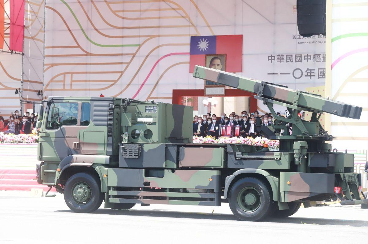 ▲110年國慶典禮,陸射天劍二型防空飛彈車通過會場。(圖/記者葉政勳攝。2021.10.10)