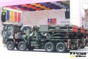▲110年國慶典禮,雷霆2000多管火箭車通過會場。(圖/記者葉政勳攝。2021.10.10)