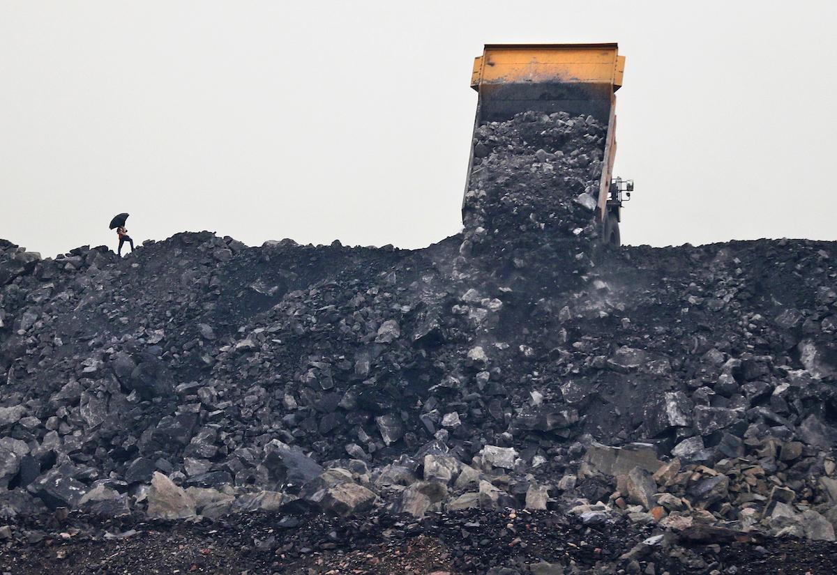 ▲印度政府今天表示,境內有充裕煤炭庫存,足以滿足國內發電所需。希望藉此緩和外界對於新德里和其他印度城市可能即將發生大停電的疑慮。資料照。(圖/美聯社/達志影像)
