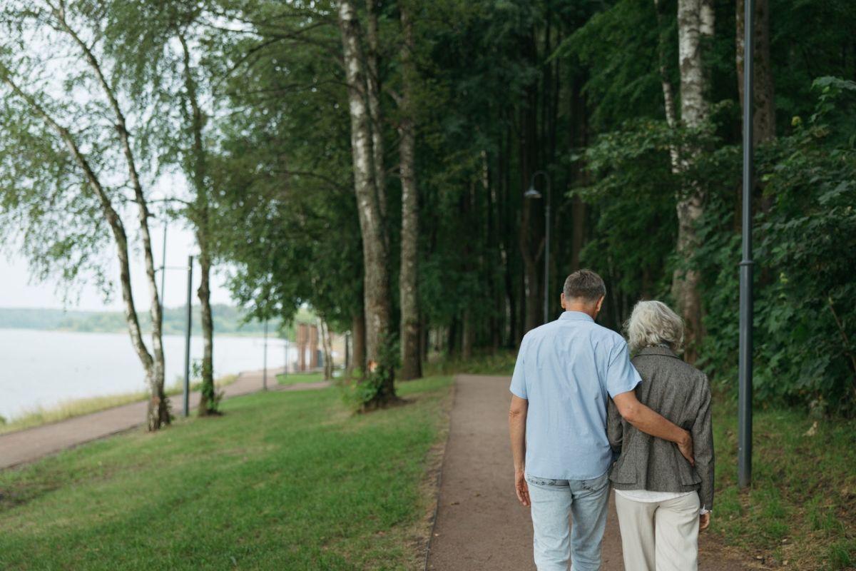 ▲有男網友表示,父母退休後希望他「孝親費可以再給多一點」,卻意外引發妻子不滿,婚姻危機浮現。(示意圖/翻攝Pexels)